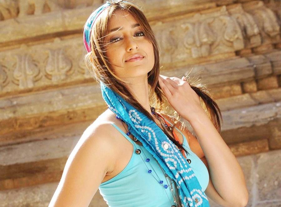 Beauty of Ileana ,annaimadi.com,beauty tips of Illeana, no dryskin, Moisturizes the skin